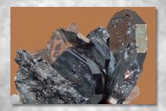 Rutil-Hämatit, Abbildungsmassstab 5:1, Bildbreite 4,74 mm, Stack aus 74 Aufnahmen, Objektiv Zeiss Luminar 40 mm, Cavradi / GR / Schweiz