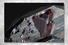 Rutil-Hämatit, Abbildungsmassstab 5:1, Bildbreite 4,74 mm, Stack aus 118 Aufnahmen, Objektiv Zeiss Luminar 40 mm, Cavradi / GR / Schweiz