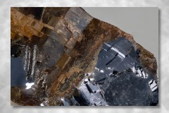 Siderit-Kryolith-Galenit, Abbildungsmassstab 3:1, Bildbreite 7,90 mm, Stack aus 88 Aufnahmen, Objektiv Zeiss Luminar 40 mm, Ivigtut / Grönland